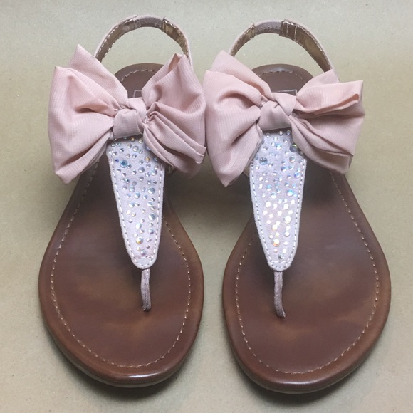 8d0b2751fb0c0 Material Girl Sandal With Bow and Gems Size 8